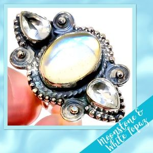 Jewelry - 🌻Moonstone & White Topaz 925 Ring, Size 7 NWOT🌻